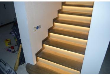 Фото деревянной лестницы с подсветкой