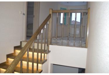 Фото лестницы с подсветкой